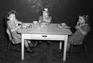 Three girls eating